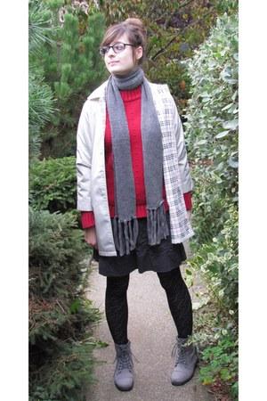 gray American Eagle skirt - heather gray bucko boots