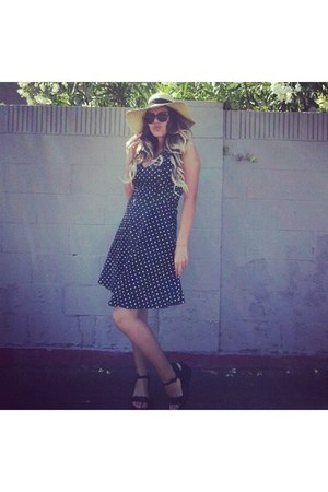 dress - sun straw hat - sunglasses - black summer wedges