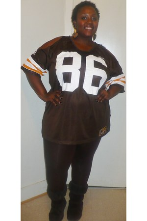 dark brown jersey top - dark brown chocolate Uggs boots - dark brown leggings