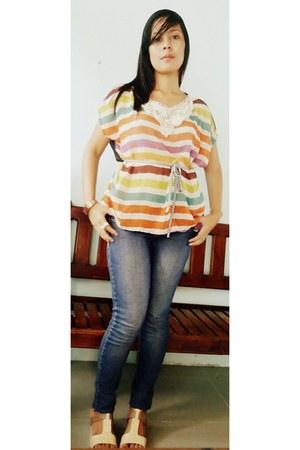 jeans - belt - blouse - accessories - wedges