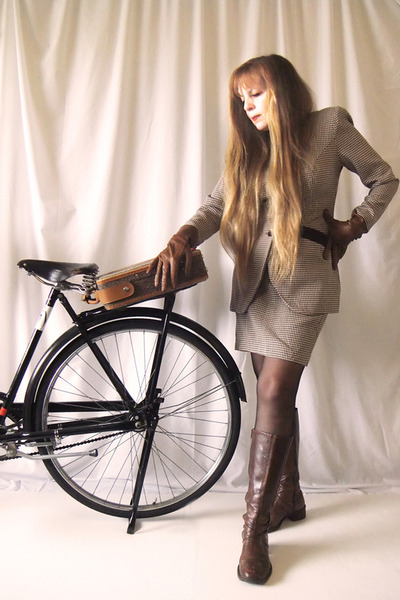 vintage gloves - italian boots - vintage jacket - vintage skirt - vintage  trave