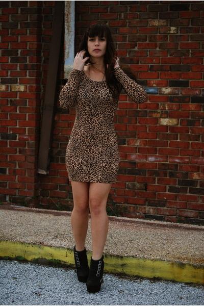 4f90f1f3a1ee Camel Leopard Print H&M Dresses, Black Sole Boutique Wedges ...
