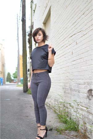 black crop top Boohoo top - charcoal gray high waisted Urban Outfitters pants