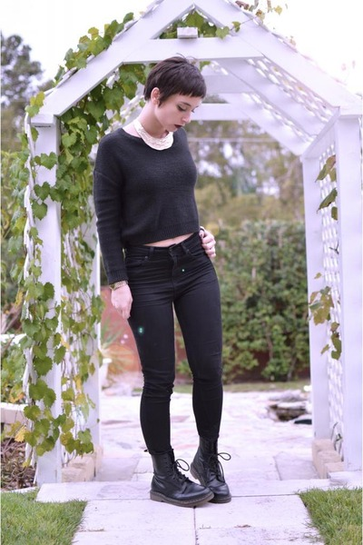 black Dr Martens boots - black H&M sweater - black high waisted Forever 21 pants