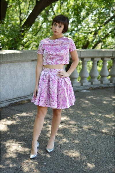 light pink crop top Boohoo shirt - light pink brocade Boohoo skirt