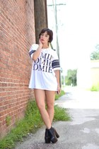 white oversized Boohoo shirt - black booties Boohoo heels