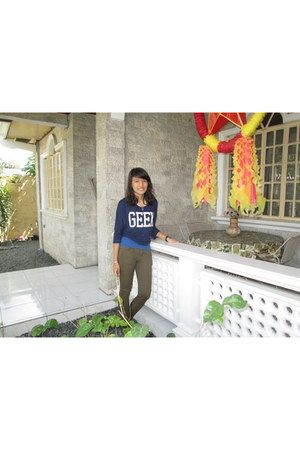 navy geek t-shirt - olive green chino jeans - blue tank top top