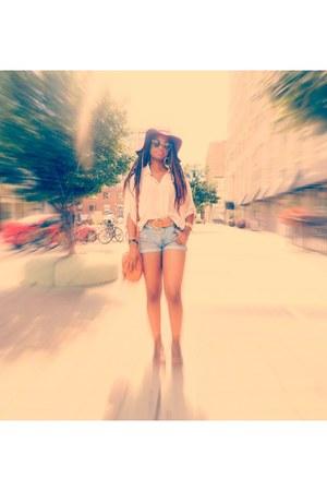 floppy hat - shoulder bag - shorts - batwing blouse top
