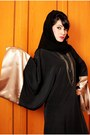 Bronze-necklace-aldo-necklace-black-abaya-shoofi-shantati-dress