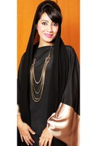 bronze necklace Aldo necklace - black abaya Shoofi Shantati dress