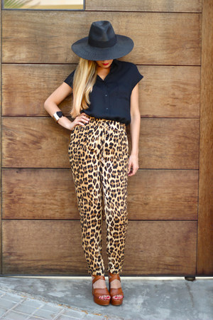 Zara pants - Zara hat - Queens Wardrobe shirt - Pilar Burgos sandals
