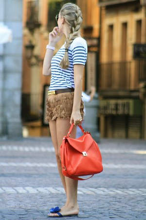 Zara shorts - Pilar Burgos sandals - Pull &amp; Bear t-shirt