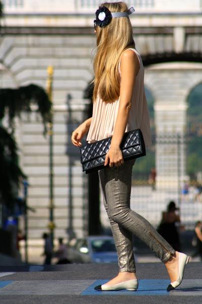 Queens Wardrobe top - In a cloud accessories