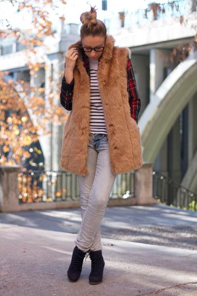 Zara vest - Pilar Burgos boots - BLANCO jeans - H&M blazer - pull&bear t-shirt
