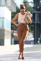 Parfois bag - BLANCO pants - Pilar Burgos sandals - OPTICA HERRERA CERPA glasses