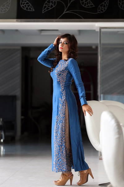 beige Shruti S pants - blue Shruti S top - beige stilettos Woods heels