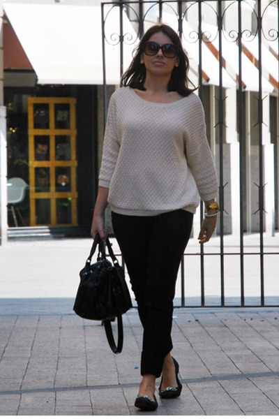 Black Zara Flats, Off White Mango Sweaters, Black Zara Bags, Black ...