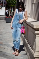 denim dungaree Zara jeans - Mira la Marela bag - Zara t-shirt