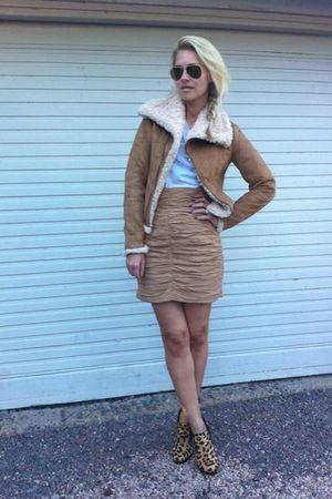 Zara jacket - H&M skirt - Margit Brandt t-shirt - Aldo shoes - Ray Ban sunglasse
