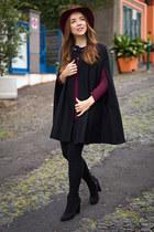 black ankle Geox boots - brick red fedora Stradivarius hat