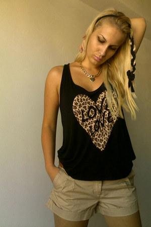 Stradivarius top - reserved shorts - Aldo necklace - Kitee Boutique accessories