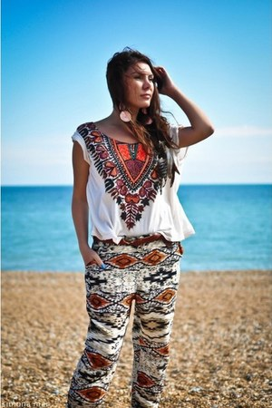 aztec print Urban Outfitters top - large disc Topshop earrings