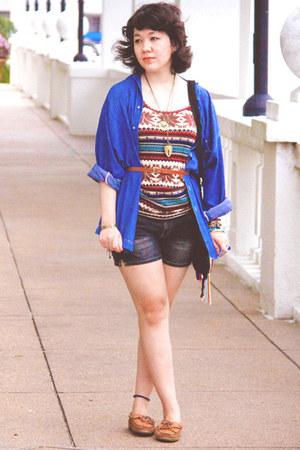 Minnetonka shoes - dark gray denim shorts Chic Avenue shorts