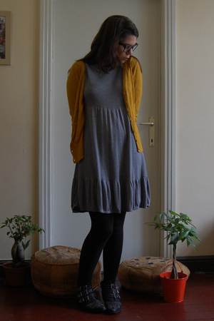 H&M vest - H&M dress - Sacha shoes - Ray Ban glasses