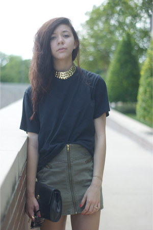 Urban Outfitters necklace - H&M skirt
