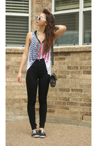 urbanoutfitters top - GoJane jeans - girlprops sunglasses