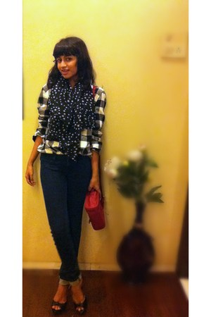 Zara shirt - American Eagle jeans - star-print Accessorize scarf