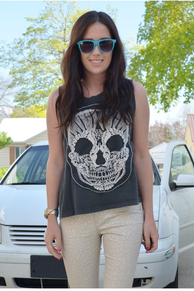 gray Urban Outfitters shirt