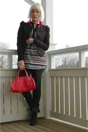 H&M shirt - H&M blazer - Lacoste bag - Vero Moda pants - Din Sko heels