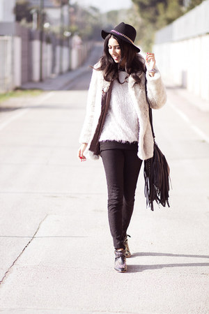 cream vintage coat - black Zara jeans - black vintage bag