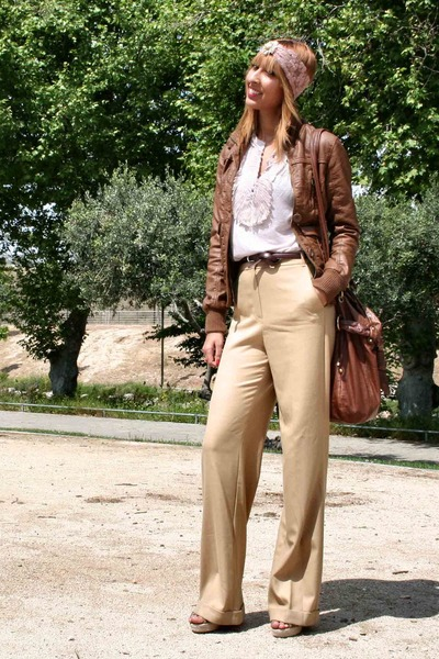 light pink bendita la Hora hat - camel Mango pants - light pink Mango blouse - c