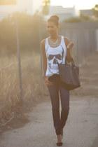 dark gray BLANCO bag - white New Yorker t-shirt