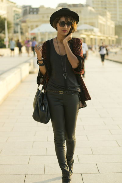 black Stradivarius leggings - black Stradivarius blouse