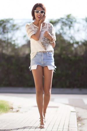 vintage Levis shorts - camel Primark bag - Zara blouse
