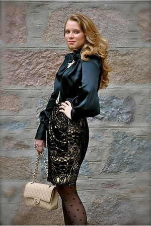 black D&G blouse - gold Anna Sui skirt - black Emilio Cavallini stockings - beig