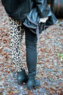 Black-style-nanda-jacket-black-boots-camel-tripp-jeans-black-bag