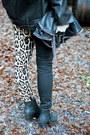 Black-style-nanda-jacket-black-boots-camel-tripp-jeans-black-bag
