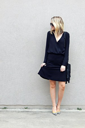 black layered-fringe Yoki bag - black trumpet the savile row co skirt