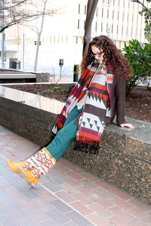 tribal print H&M scarf - Forever 21 jeans