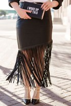 black graphic TJ Maxx bag - black fringe venus skirt