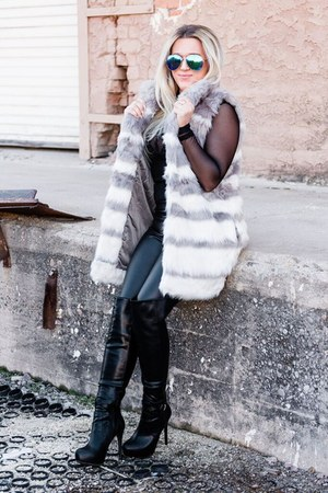 heather gray faux fur Forever 21 vest - black Aldo boots
