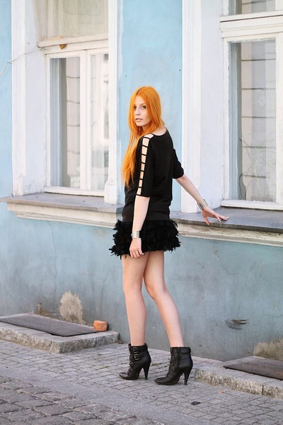black feathers Stradivarius skirt - black second hand top