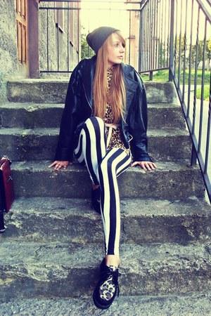 black deezee shoes - black vintage jacket - black New Yorker leggings