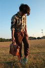 Boots-cruise-printed-shirt-alexa-mulberry-bag-pleated-pants-belt