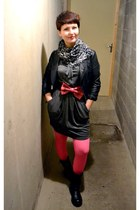 charcoal gray Mango dress - hot pink H&M tights