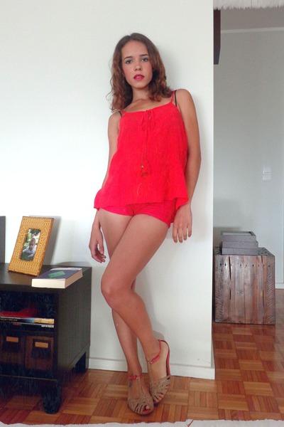 hot pink Bershka shorts - red Bershka top - bubble gum Seaside sandals